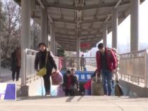 《新春走基层》春运火车站 温暖回家路