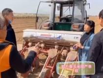 农技人员下乡  助力玉米增产丰收