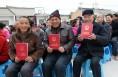 大荔双泉镇北龙池村82户群众喜领农村土地承包经营权证