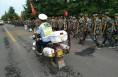 富平千名学生徒步20公里参加爱国主义教育活动 交警全程护航