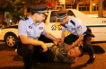 渭南富平两男子酒后撒泼殴打医生被拘留