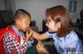 父母吵架 五岁男孩无法忍受有家不想回