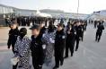 陕警方赴老挝捣毁电信诈骗窝点 押解63名犯罪嫌疑人