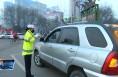 中心城市限行首日 临渭区交警街头严查车辆违规行驶行为