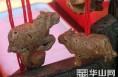 大荔农民张德荣老人的桃核雕刻作品成为当地一绝