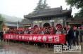 大荔县许庄村连续32年组织500余名老人春游踏青