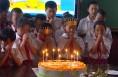 临渭区朝阳路学校集体生日会 点燃爱的蜡烛