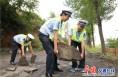 富平交警大队对易塌方滑坡路段安全隐患排查