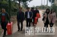合阳县农检中心:爱满重阳节 慰问暖人心