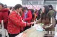 临渭区就业扶贫专场招聘会在阎村镇双创家园社区举办