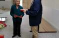 临渭区蔺店镇红池村:这位老奶奶 我们记住您了