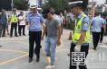 渭南市公安局交警支队联合华州大队民警开展交通安全宣传活动庆祝建党99周年