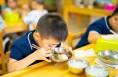 陕西修订幼儿园保育员工作指南 孩子每餐进食20至30分钟