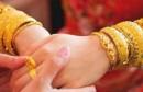 高价彩礼让婚姻难以承受 网友恳求民政干涉