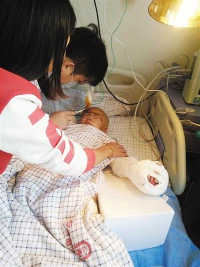 湖南幼童因吵女子睡觉被砍数刀 生殖器被砍断