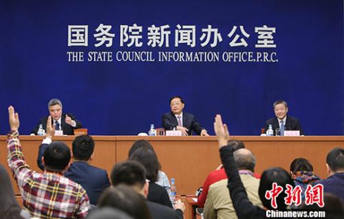 2月23日,国新办在北京举行新闻发布会,住房和城乡建设部部长陈政高、副部长陆克华介绍房地产和棚户区改造有关情况,并答记者问。 <a target='_blank' href='http://www.chinanews.com/'>中新社</a>记者 杨可佳 摄