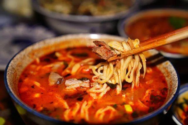 漫步韩城老街,邂逅舌尖上的美味