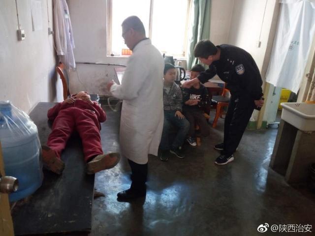 司机撞小孩肇事逃逸 民警及时送儿童治疗