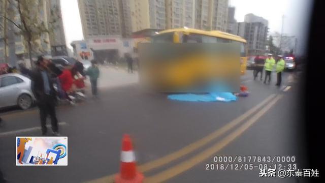 12月5号清晨7点左右 渭南城区西潼路发生惨烈车祸 致一人死亡