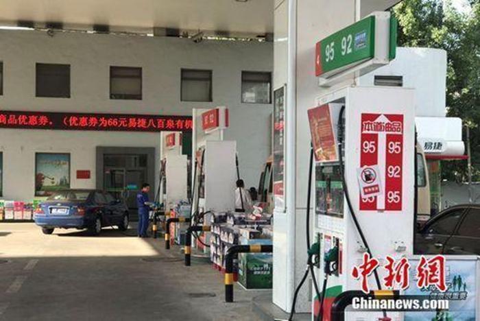 资料图:北京市北苑路上中石化一加油站。 <a target='_blank' href='http://www.chinanews.com/' >中新网</a> 程春雨 摄