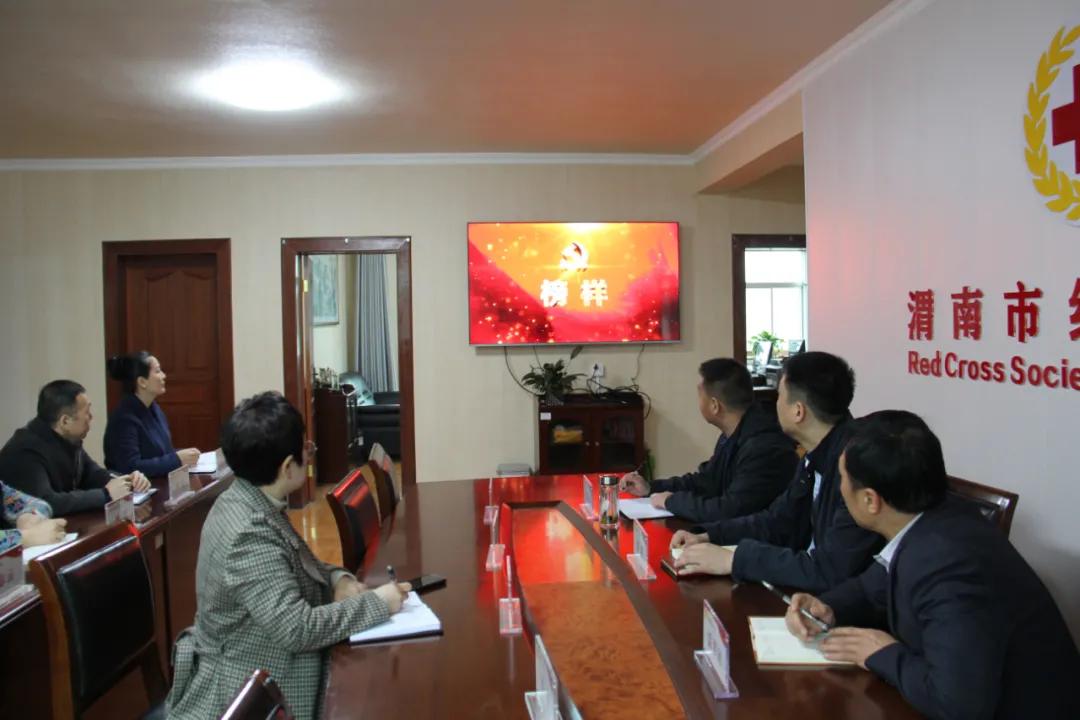渭南市红十字会组织观看《榜样5》专题节目