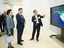 习近平彭丽媛参观微软总部