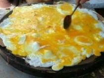 土豪吃煎饼果子加11个鸡蛋