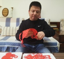 【艺术战疫 渭南力量】艾晓:剪去病毒 留下美好 抗击疫情 中国必胜!