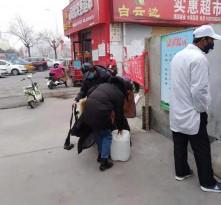 暖心!党员自购酒精、消毒液免费发放给村民和一线的防疫工作者