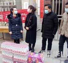 华阴市爱心企业和民办教育机构慰问一线工作人员