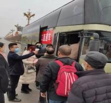 """合阳县""""点对点""""专车输送,促进农村劳动力转移就业"""