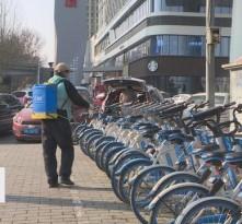 临渭城管加强共享单车消杀 市民出行更放心