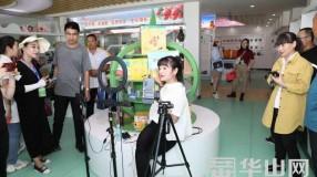 """渭南市""""促消费 惠民生 助脱贫"""" 媒体行媒体团来到澄城县电子商务创业孵化基地"""