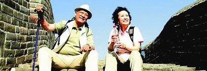 老人旅游百人以上配队医连续坐车不超过2小时