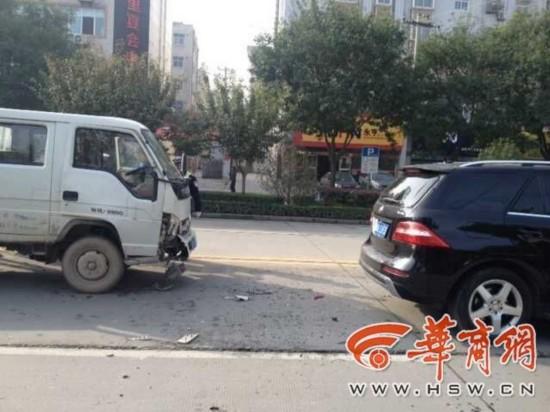 渭南货车司机开车时看手机