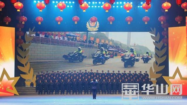 大合唱《人民警察歌》-渭南公安 2018.情暖万家平安夜 迎新春联欢晚
