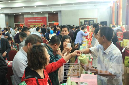 """""""渭南丰收季""""大型媒体行动启动 现场销售果品20万吨7.7亿元"""