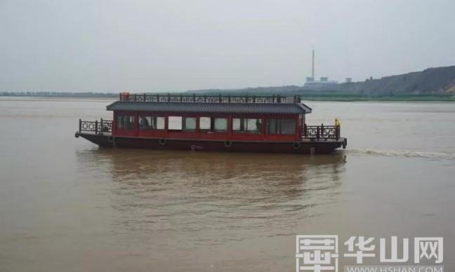 黄河中下游最大游船在潼关黄河国家湿地公园成功下水