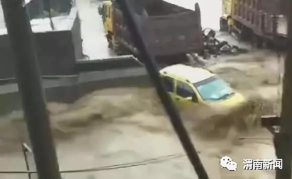 """大雨来袭 韩城开启""""看海模式"""""""