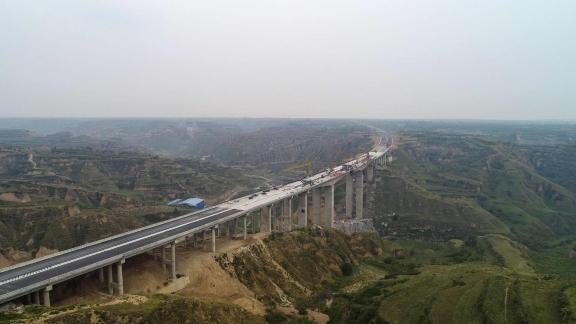 合铜高速公路控制性工程长宁河大桥全幅贯通