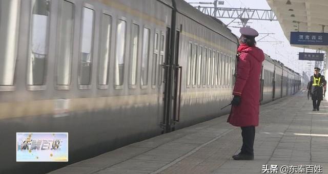 《新春走基层》春运火车站? 温暖回家路
