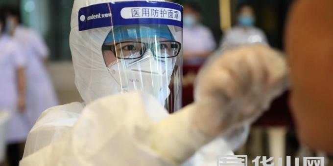 """渭南为""""两会""""参会人员进行核酸检测"""