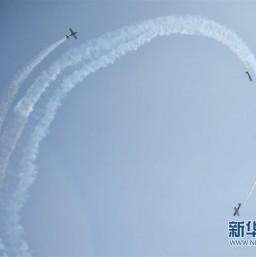 """2019中国国际通用航空大会上演蓝天""""炫舞"""""""