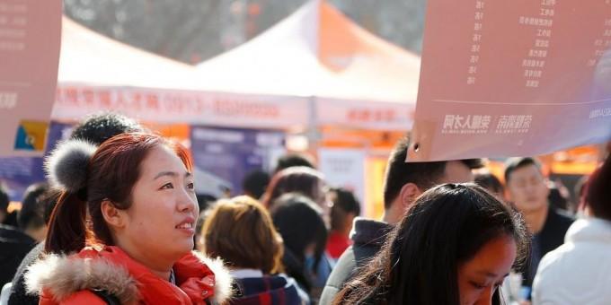 春节刚过求职忙 渭南市民扎堆找工作