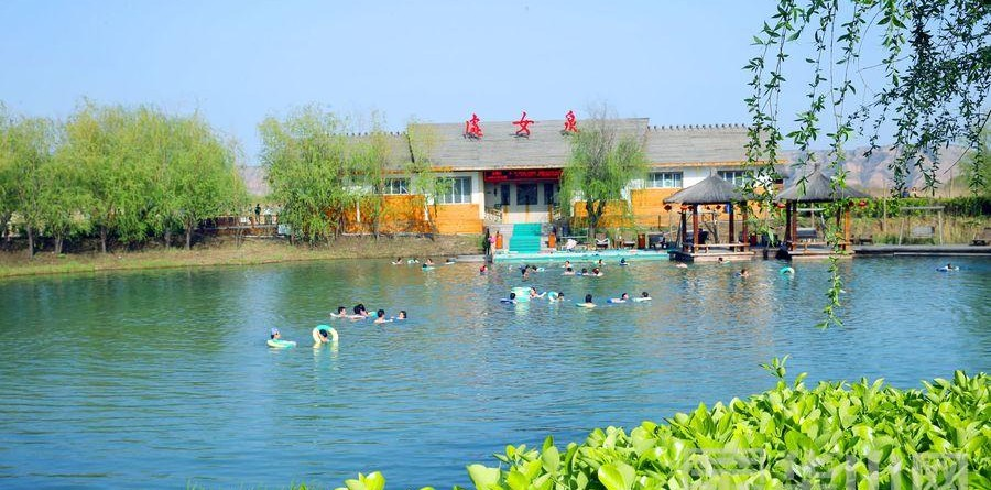 洽川风景区清明小长假游客如织