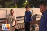 臨渭城管集中整治夜市 有人竟不滿執法掀翻了桌子